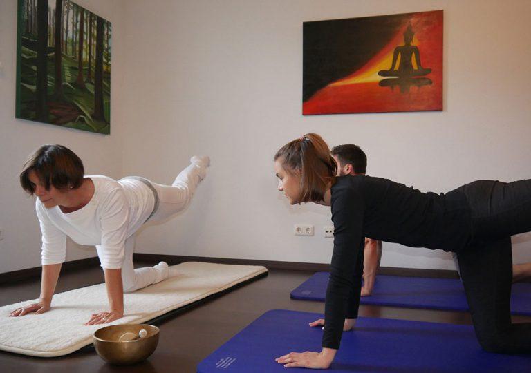 Übung zur mentalen Stärke beim Kundalini Yoga