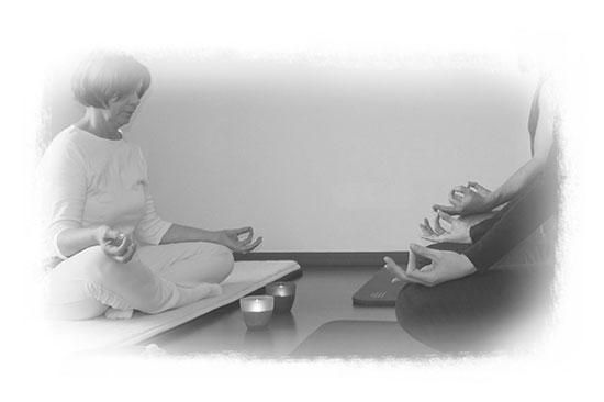 Meditation und Entspannung in der Yoga Stunde mit Ulrike
